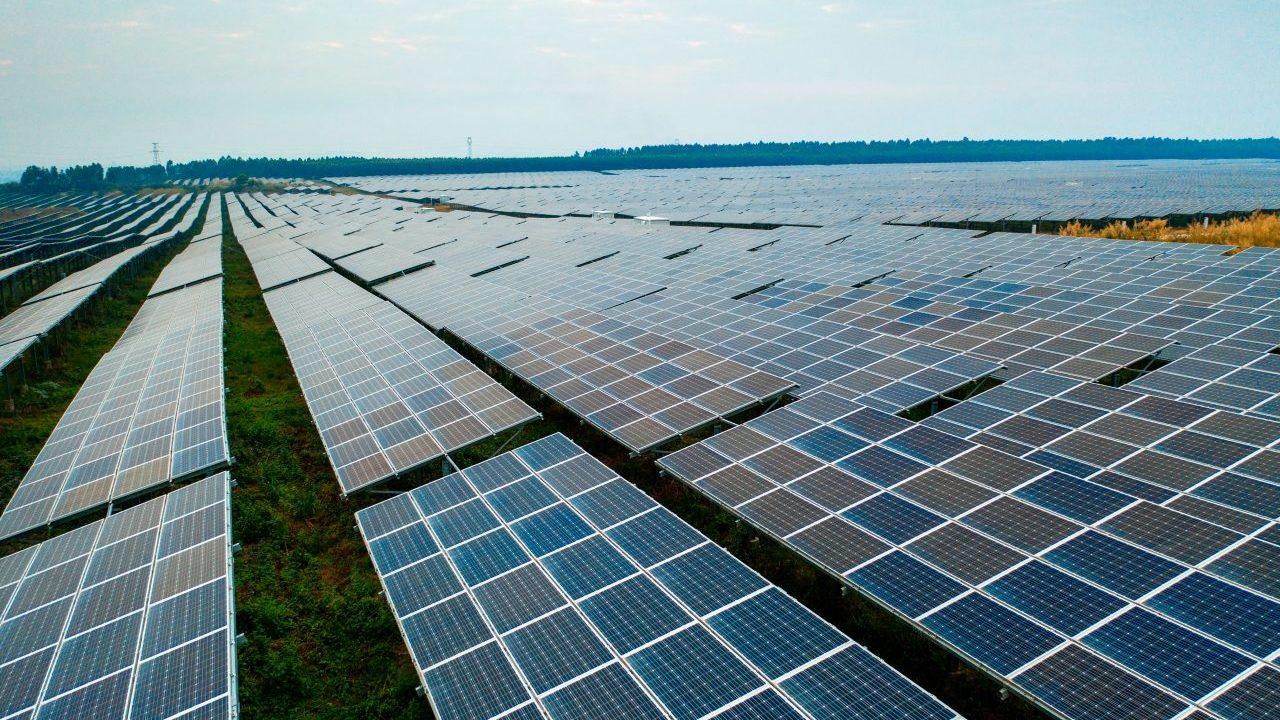 solar-panel-UL8XHCV