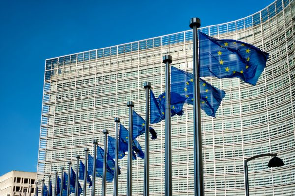 eu-flags-in-front-of-european-commission-SHMKZ28_RESIZE