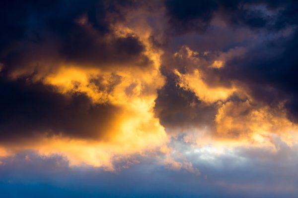 dramtic-sky-background-PD8792C