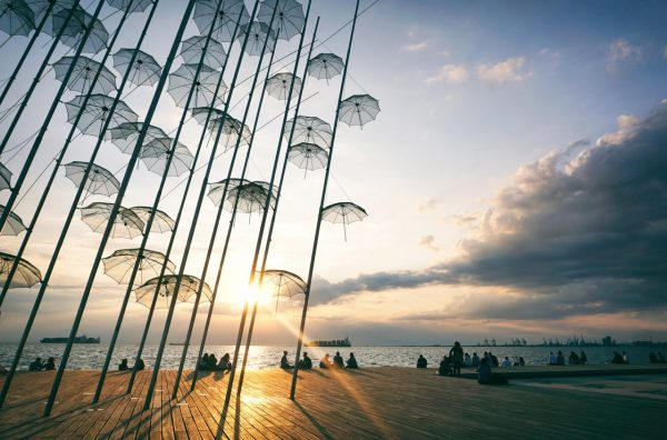 people-sitting-on-seafront-in-thessaloniki-FU5MYS5