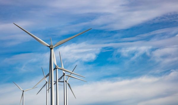 wind-turbines-renewable-energy-on-blue-cloudy-sky--PKJDF8J