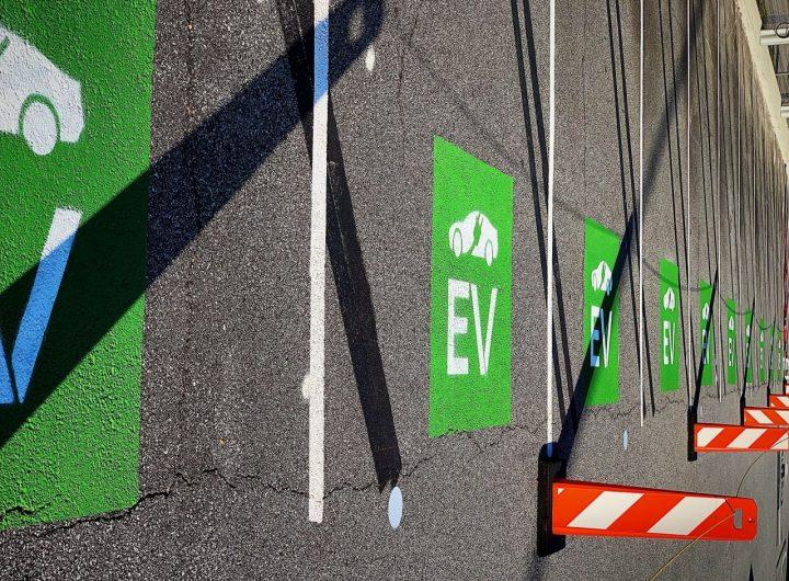 electric-vehicles-charge-ZTU5GRX