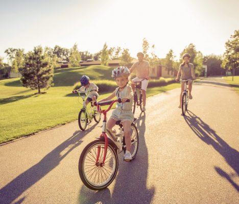 family-on-bikes-8G44WXK
