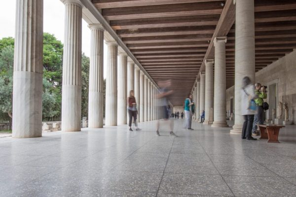 people-walking-through-a-museum-in-athens-greece-EX84ETW