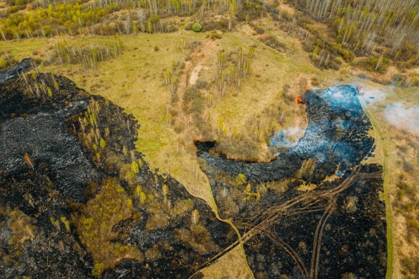 aerial-view-spring-dry-grass-burns-during-drought--C72WPND
