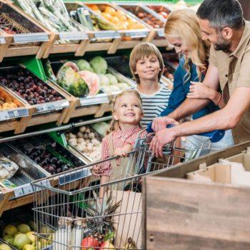 happy-family-with-shopping-trolley-shopping-togeth-ES5DASL