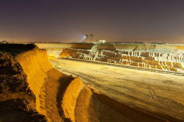 pit-mine-wall-at-night-P53JDUC